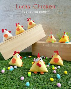 Chicken Pattern, Lucky - Free Sewing Pattern • Craft Passion Sewing Hacks, Sewing Crafts, Diy Crafts, Sewing Tutorials, Sewing Tips, Edible Crafts, Sewing Patterns Free, Free Sewing, Free Pattern