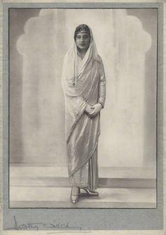 Maharaj Kumari Sudharani Devi of Burdwan - Daughter of Sir Bijay Chand Mahtab, Maharaja Bahadur of Burdwan - 1927 - Old Indian Photos Dune, Old Photos, Vintage Photos, Nostalgic Images, Indian People, Vintage India, Royal Look, Kid Movies, Female Portrait