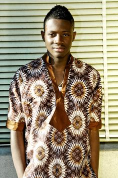 Simple and cool... Ankara or batik (adire) will be lovely with this style...gba!