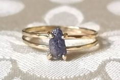 Delicate Sapphire Crystal Double Band Engagement Ring - Rough Crystal Ring - Solid Gold Ring - Raw S Solid Gold, White Gold, Alternative Engagement Rings, Band Engagement Ring, Ring Verlobung, Pink Sapphire, Stone Rings, Crystal Ring, Gold Rings