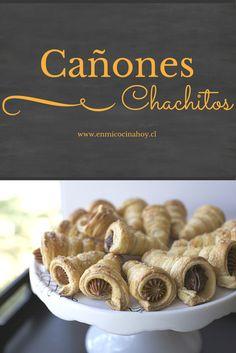 Los cachitos o cañones rellenos de manjar o crema pastelera son uno de los clásicos pasteles chilenos.
