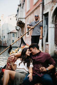 Venice gondola ride photo ideas - Gondola Venice - gondola photographer - couple shoot in a gondola - Venice engagement photoshoot with Kinga Leftska - Gondola Venice, Venice Italy, Venice Boat, Venice Photography, Couple Photography, Editorial Photography, Thalia, Surprise Engagement Photos, Couple Shoot