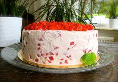 Den här tårtan är seriöst blandde godaste jag någonsin ätit! Otroligt lätt och fräsch, och man vill bara ta mer och mer och mer och mer… Ni måste prova den!! :D Tårtan består av luftiga sock… Bagan, Raw Food Recipes, Cooking Recipes, Fika, Delish, Cake Decorating, Muffin, Food And Drink, Tasty