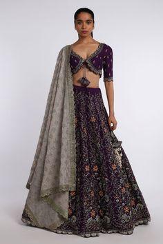 Party Wear Indian Dresses, Indian Outfits, Lehenga Designs, Saree Blouse Designs, Designer Lehnga Choli, Designer Blouse Patterns, Design Patterns, Half Saree, Indian Designer Wear