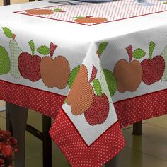 This kind of photo is truly a stunning style principle. Quilting Projects, Sewing Projects, Mantel Redondo, Sewing Table, Table Covers, Applique Designs, Table Linens, Home Textile, Diy And Crafts