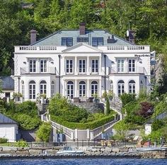 Bergen - Hjellestad If you sell your beautiful home with Regent Eiendom - Exclusive affiliate of Christies. you may get your house promoted in Architectual Architectural Digest like this. Grayson Manor, Norwegian House, International Real Estate, Expensive Houses, English Style, Waterfront Homes, Elegant Homes, Architectural Digest, Curb Appeal