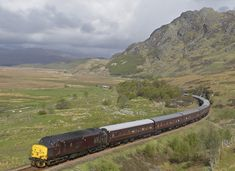 37416 - 37416 seen under stunning scenery at Kinloid. Electric Locomotive, Diesel Locomotive, Kyle Of Lochalsh, Uk Rail, British Rail, Train Layouts, Scotland Travel, The Past, Scenery
