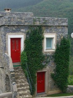 Castlebianco, Italy red doors #myobsessionwithreddoors