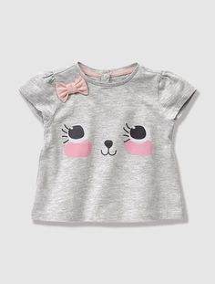 Buy long and short sleeved baby T-shirts in a choice of colours and styles at Vertbaudet. Outfits Niños, Kids Outfits, Fashion Kids, Shirts For Girls, Kids Shirts, Zara Kids, Personalized T Shirts, Cute Baby Girl, Summer Baby