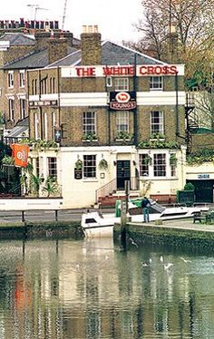 Used to go drinking here every weekend :) Richmond Upon Thames Richmond Surrey, Richmond Upon Thames, London Pubs, White Crosses, Places Ive Been, United Kingdom, To Go, England, Mansions