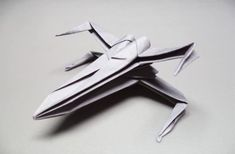 Joe of How To Origami has created a fantastic tutorial on how to make an origami Star Wars X-wing starfighter from one square sheet of paper. The full tuto Star Wars Origami, Origami Plane, Origami Star Box, Origami Mouse, Origami Yoda, Origami Dragon, Origami Art, Origami Ideas, Origami Flowers