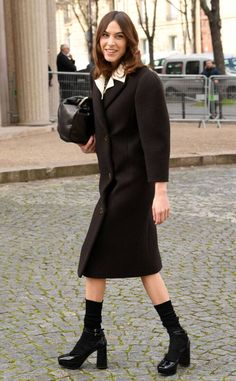 Alexa Chung from The Big Picture: Today's Hot Photos Always chic! The designer and Next In Fashion host arrives to the Miu Miu show at Paris Fashion Week. Alexa Chung Style, North London, Amy Winehouse, Big Picture, Hottest Photos, Normcore, Singer, Style Inspiration, Chic