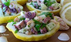Una deliziosa insalata di mare, a base di polpo, gamberi e patate, servita in originali coppette di limone per un antipasto gustoso, fresco ed invitante...