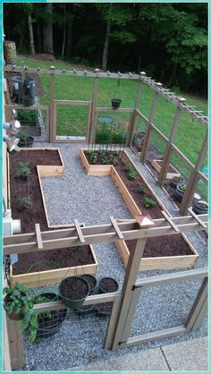 Hottest Diy Garden Design Ideas To Beautify Your Garden Decoration 14 Fenced Vegetable Garden, Vegetable Garden Design, Diy Garden, Raised Garden Beds, Garden Projects, Fenced Garden, Raised Beds, Garden Cottage, Balcony Garden
