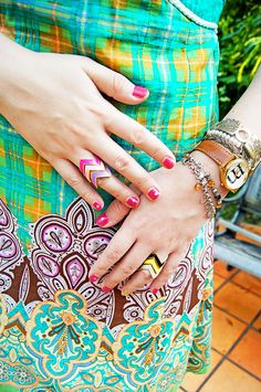 Pink nails and lots of accessories !