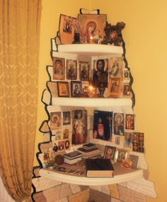 . Orthodox Prayers, Catholic Prayers, Religious Images, Religious Icons, Catholic Altar, Prayer Corner, Home Altar, Corner House, Home Icon