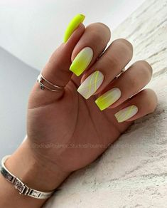 Square Nails Suitable For Fall And Winter Coats The fall and winter is coming, and the square nails are perfect for matching windbreakers and woolen coats. Bright Nails, Neon Nails, Pink Nails, My Nails, Neon Yellow Nails, Stylish Nails, Trendy Nails, Cute Nails, Square Nail Designs