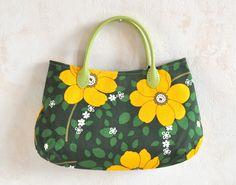 Petit sac à main en tissu imprimé fleurs vintage anse simili cuir : Sacs à main par makondo-accessoires