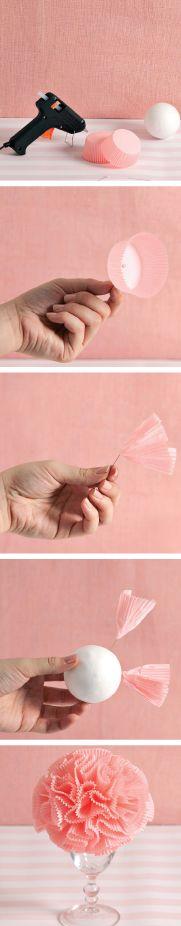 Bir adet strafor top ve bir düzine renkli kağıt muffin kabı ile sofra süsleri hazırlayabilirsiniz. *Diy/Crafts www.alldecor.com.tr