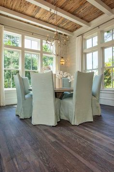 That ceiling!!! Maybe do a treated weatherproofed cedar ceiling for patio??? House of Turquoise: Maison de VIE