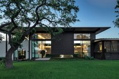 SK Ranch par Lake Flato Architects - Center Point, Texas, USA. Finitions sophistiquées et élégance discrète pour cette maison contemporaine texane
