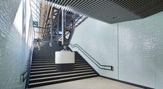 Een compacte ontwerpstudio, voortzetting van het voormalige bureau Merkx+Girod. Opgericht begin 2012 door Evelyne Merkx. Evelyne Merkx laat al dertig jaar van zich spreken met architectuur, interieur- architectuur, textiel- en meubelontwerp. In bekroonde publieke werken zoals de Hema, Het Concertgebouw, Hermitage en de Raad van State, Dominicanerkerk Maastricht en in privé woonhuizen. Werkend vanuit een analyse van de architectonische kwaliteiten van een gebouw maakt ze interieurs die…