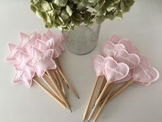 Mouse pattern and detailed instructions in English Fairy Birthday Party, Diy Birthday, Bomboniere Ideas, Felt Crafts Patterns, Hand Sewing Projects, Diy Wand, Fairy Wands, Newborn Toys, Pom Pom Crafts