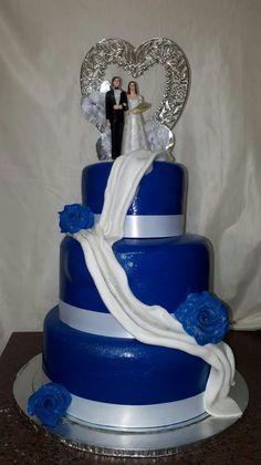 Royal blue wedding cake #mickeyandnicky