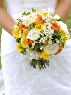 such a bright bouquet!  #flowers #bouquet #wedding