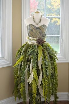 DIY Mannequin Christmas Tree – 9 Dress Form Tutorials (Free) Fern on Mannequin<br> Call it a Dress Form Christmas Tree, or a Mannequin Christmas Tree. We call it ingenious! This is the most insanely original and clever idea we've seen in Read Fairy Costume Diy, Woodland Fairy Costume, Elf Costume, Costume Dress, Fairy Costumes, Renaissance Fairy Costume, Diy Medieval Costume, Woodland Elf, Medieval Dress