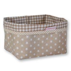 Le panier de rangement beige avec étoiles de la marque Cottonbaby sera très pratique pour ranger les affaires de toilette de bébé. Avec son design moderne, utilisez le également pour décorer la chambre de votre enfant ou la salle de bain.