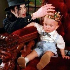 Prince Michael Jackson, Michael Jackson Born, Mj Kids, Michael Jackson Wallpaper, American Singers, Dancer, Disney Characters, Fictional Characters, Hipster