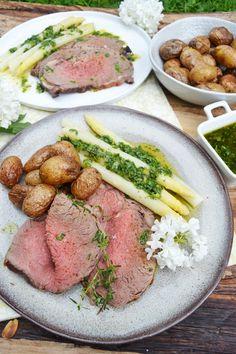 Dieses Essen ist ein Fest für alle Fleischliebhaber! Ich bin ja nicht der wahnsinniggroße Fleischtiger und für mich wären diese Beilagen auch schon ein wahres Festmahl… aber hin und wieder ist so …