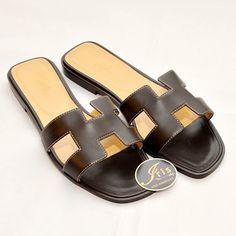 รองเท้าแตะ Hermes Oran Sandals สีน้ำน้ำตาล size 40 ของใหม่พร้อมส่ง‼️ - Iris Shop