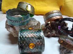 DIY: Bracelet from plastic bottle - Brazalete hecho con botella de plastico