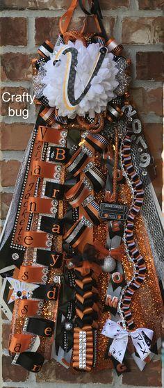 orange black and white homecoming mums ribbons/ braids; orange black and white homecoming mums Homecoming Mums Senior, Football Homecoming, Homecoming Garter, Homecoming Corsage, Homecoming Ideas, Homecoming Dresses, How To Make Mums, How To Make Braids, Texas Mums