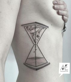 Nothing complicated but very interesting tattoo on the armpit, clean lines and without much detail.