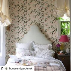 Rita Konig New York Apartment. We take a look at the portfolio of interior designer and House and Garden columnist Rita Konig. Discover the best interior designers on HOUSE. New York Bedroom, Stylish Bedroom, Feminine Bedroom, Cottage Interiors, Country Style Homes, Cottage Style, Guest Bedrooms, Guest Room, Beautiful Bedrooms