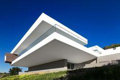 Incredible Modern Villa by Mario Martins