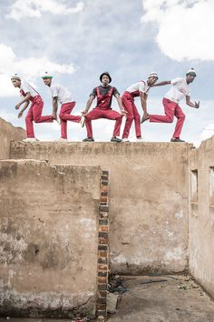 Pantsula, a dance that is more like a way of life, captivated Chris Saunders, who set out to document a subculture with roots in jazz and hip-hop. African Dance, African Art, Its Nice That, Learn To Dance, Hip Hop Fashion, Way Of Life, Park City, The Great Outdoors, South Africa