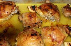 Coxas de frango no forno com curcuma (açafrão da Índia). Adoro curcuma, uma especiaria que faz tão bem e que dá cor e sabor a qualquer prato.