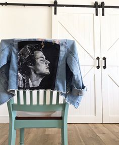 Oh lord I really want this, man Harry Styles Jeans, Harry Styles Clothes, Harry Styles Merch, Harry Styles Concert, Arte One Direction, One Direction Outfits, Painted Jeans, Painted Clothes, Harry Styles Dibujo