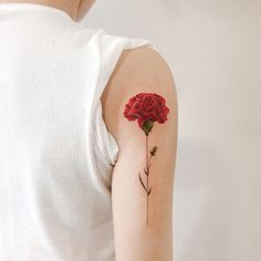Have you ever seen Carnation flower tattoo designs? Tattoos of various flowers are always popular. Among the most popular flower tattoo designs are rose and lotus flower. Form Tattoo, Shape Tattoo, Tattoo Motive, Get A Tattoo, Tattoo Goo, Carnation Flower Tattoo, Birth Flower Tattoos, Red Carnation, Unique Tattoos