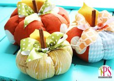 Free DIY fabric pumpkin pattern and tutorial. A fun DIY fall decor sewing project easy enough for beginners! Great for using fabric scraps! Fall Sewing Projects, Sewing Crafts, Sewing Diy, Autumn Crafts, Holiday Crafts, Diy Autumn, Fabric Pumpkins, Fall Pumpkins, Pumpkin Crafts