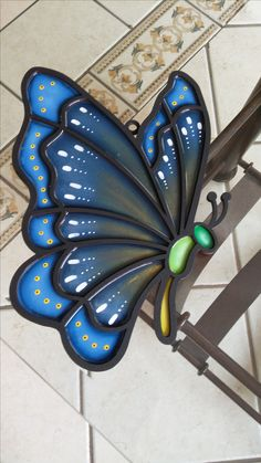Madera country tipo vitral con resina Butterflies, Cute, Gardens, Advertising, Stained Glass, Kawaii, Butterfly, Bowties, Papillons