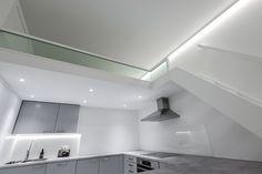 Tyylikäs moderni parvi vapautti lattiatilaa avokeittiölle helsinkiläisessä yksiössä. Tutustu tähän ja muihin projekteihimme vierailemalla nettisivuillamme!  #parvi #parvet #yksiö #portaat #moderni #bunkbed #modern #sleek #white #stairs Bathroom Lighting, Helsinki, Interior Design, Mirror, Furniture, Home Decor, Bathroom Light Fittings, Nest Design, Bathroom Vanity Lighting