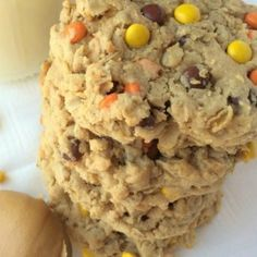 These triple peanut butter monster cookies are a peanut butter lovers dream! Thick chewy soft cookies loaded with peanut butter oats peanut butter chips and Reese's pieces. Peanut Butter Chips, Peanut Butter Cookies, Yummy Cookies, Chocolate Chip Cookies, Yummy Treats, Cake Cookies, Sweet Treats, Cookies Soft, Cream Cookies