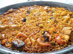 "El Mundo de Pepe Hermano: RECETARIO ""COCINILLAS"" (II) ARROZ A BANDA Cuban Recipes, Rice Recipes, Great Recipes, Spanish Recipes, Spanish Cuisine, Spanish Food, Polenta, Couscous, Quinoa"