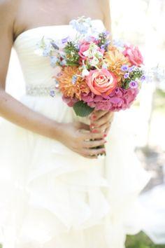 Hydrangea, rose, dahlia, and bluebell #bouquet.   Photography: Raquel Reis Photography - raquelreis.com