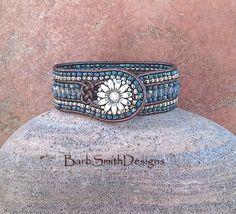 Blaue Perlen Wrap Manschette Lederarmband von BarbSmithDesigns